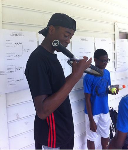 Wright en un torneo de tenis en su juventud. Foto cortesía de Georgia Tech Athletics.