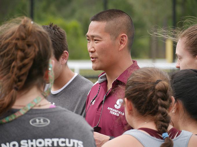 Entrenador Mike Louis. Foto, cortesía de Springfield College, tomada antes de COVID.