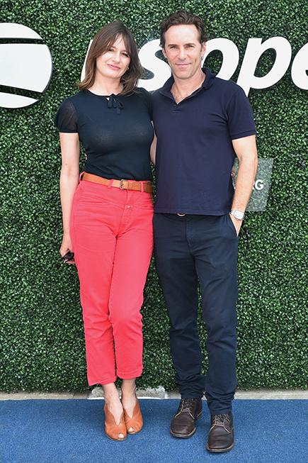 Alessandro Nivola y su esposa, la actriz y directora Emily Mortimer, en el 2019  US Open.