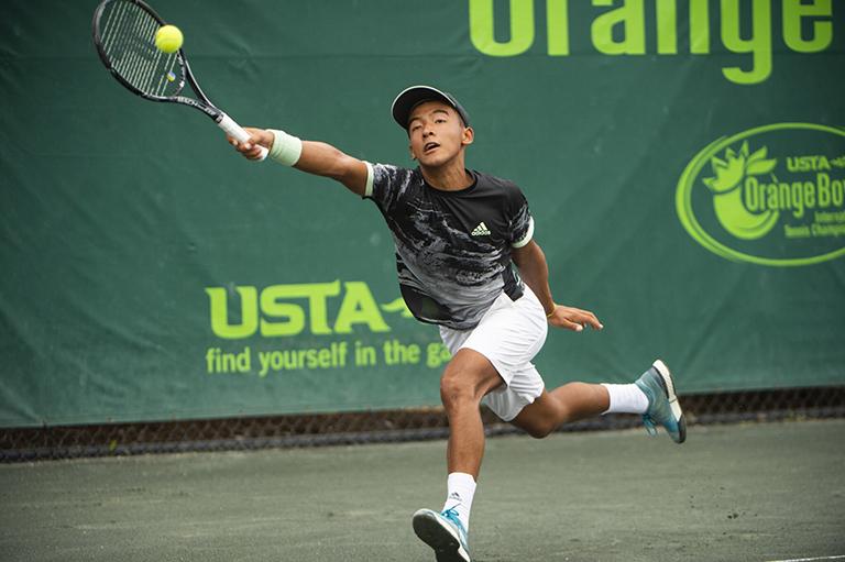 13 , 2019  diciembre - Bruno Kuzuhara - USA en acción durante el Orange Bowl en el Veltri Tennis Center en Plantation, Florida.