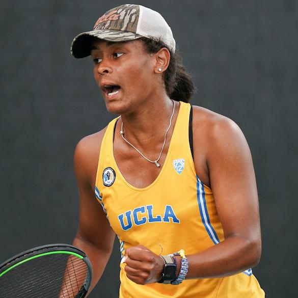 UCLA ' s Abbey Forbes fue un 2021  ITA All-American y los Pac- 12  Singles jugador del año.